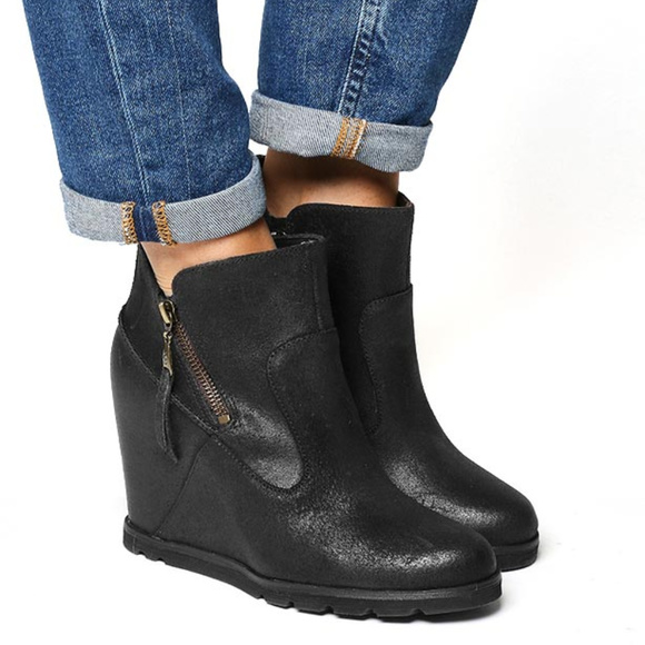 167484bf129 UGG Myrna Wedge Double Zip Ankle Boots size 12
